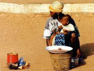 lite bilde gambisk mor og barn