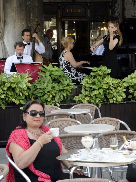 cruise venezia cafe