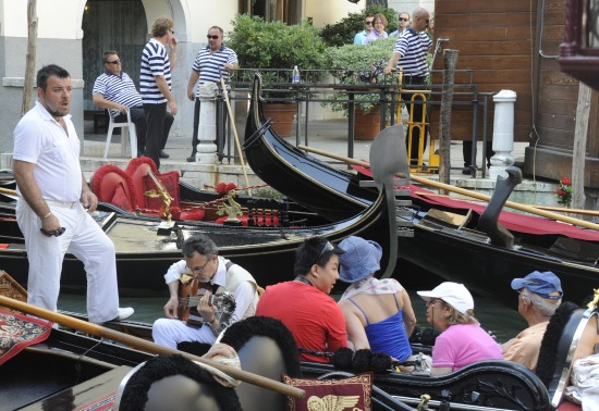 cruise venezia gondolsang